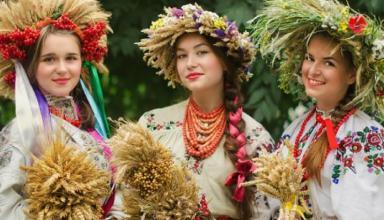 Гордость Украины – вышиванка: виды и фасоны