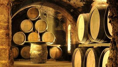 Особенности хранения вина в бочках