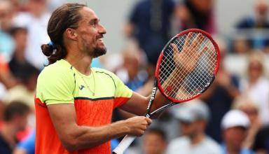 Долгополов с разгромом вышел в четвертьфинал турнира в Брисбене