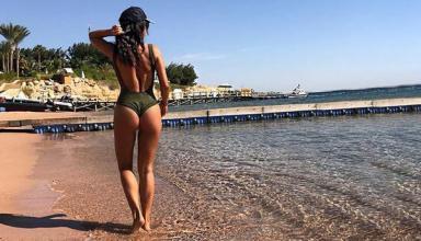 Пока белая поганка: жена экс-игрока сборной Украины в купальнике позирует в ОАЭ