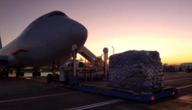 Для украинцев прилетел Boeing с почти миллионом посылок с