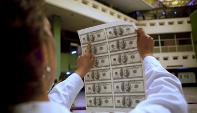 В обменниках после выходных подорожал доллар