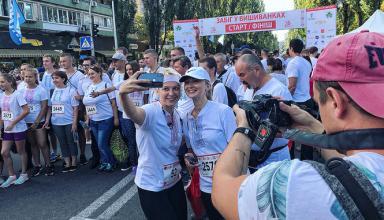 День Независимости в Киеве: на Русановке провели праздничный Забег в вышиванках - фото, видео