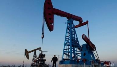 Цены на нефть упали до минимума за 2,5 года