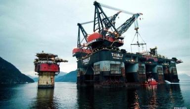Страны ОПЕК+ договорились сократить добычу нефти