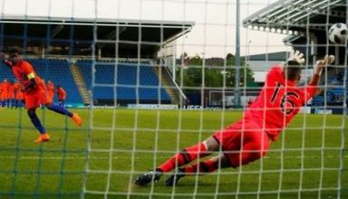 Вратарь сборной Ирландии получил красную карточку в серии послематчевых пенальти