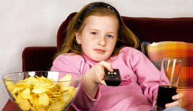 Ученые рассказали, чем опасен телевизор в спальне детей
