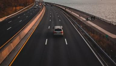 На скоростных трассах уменьшат ширину левых полос