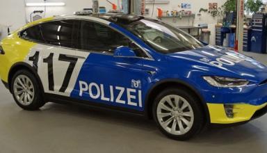 Полиция Швейцарии ездить на Tesla