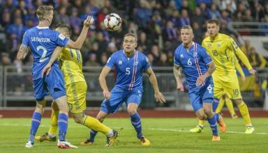 Арбитр отдал должок: Украина в зеркальном матче уступила Исландии