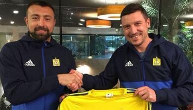 Экс-нападающий сборной Украины подписал контракт с