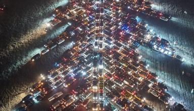 В Харькове создали самую большу автоелку из почти 350 авто