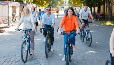 Велосипедисты в столице жалуются на недостаточно развитую инфраструктуру (видео)