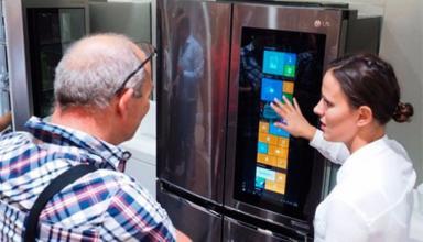 LG показала «умный» холодильник с Windows 10 на борту