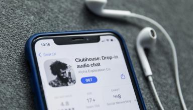 Все говорят о соцсети Clubhouse. Что происходитСюжет