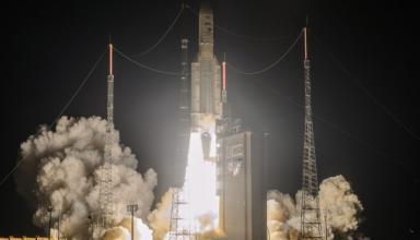 Французская ракета Ariane 5 вывела на орбиту три космических аппарата