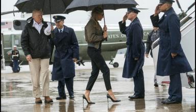 Меланью Трамп раскритиковали за туфли на шпильке в зоне бедствия в Техасе (видео)